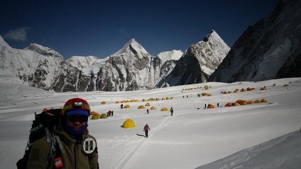 Эверестийн оргилд дахин нэг монгол уулчин эх орныхоо тугийг мандууллаа